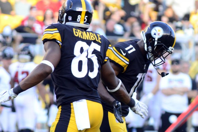 Pittsburgh Steelers tight end Xavier Grimble (85) congratulates Pittsburgh Steelers wide receiver Justin Hunter (11) following his touchdown in the fourth quarter against the Atlanta Falcons on August 20, 2017 at Heinz Field in Pittsburgh. Photo by Archie Carpenter/UPI