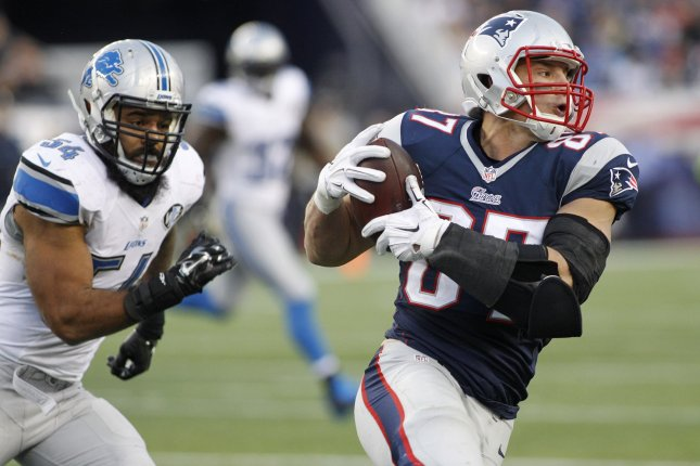 New England Patriots tight end Rob Gronkowski (87) is chased down by Detroit Lions linebacker DeAndre Levy (54). UPI/Matthew Healey