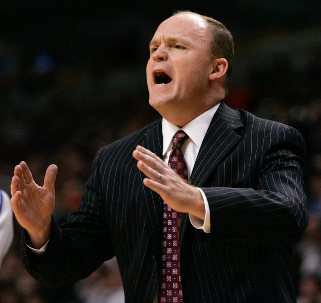 Chicago Bulls head coach Scott Skiles yells to his team as they play the Houston Rockets during the fourth quarter in Chicago on December 22, 2007. The Rockets won 116-98. (UPI Photo/Brian Kersey)