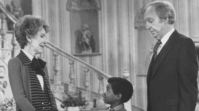 First Lady Nancy Reagan appears with actors Gary Coleman (C) and Conraid Bain (R), who plays Coleman's father in the series Diff'rent Strokes 3/10. Mrs. Reagan agreed to appear on the show because this segment deals with drug abuse and she felt it would be an opportunity to communicate to children the dangers of drug abuse. (UPI PHOTO/Larry Rubenstein/FILES)