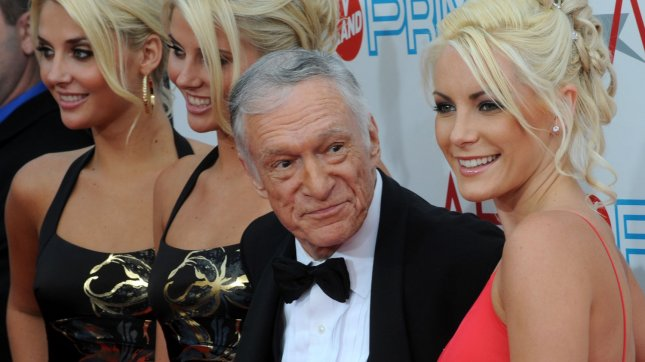 Identical twins Karissa and Kristina Shannon, Hugh Hefner and Crystal Harris (L-R) arrive for the 37th annual AFI Lifetime Achievement Awards honoring Douglas at Sony Pictures Studios in Culver City, California on June 11, 2009. (UPI Photo/Jim Ruymen)