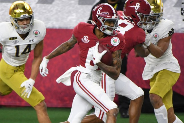 Alabama's DeVonta Smith breaks free for a 26-yard touchdown in the first half of the Rose Bowl on Friday at AT&T Stadium in Arlington, Texas. Photo by Ian Halperin/UPI