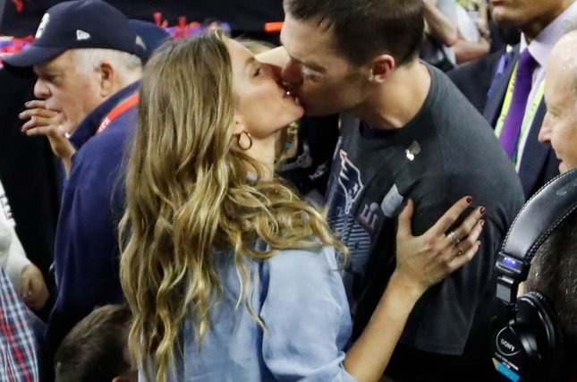 bbd4356ff86 New England Patriots quarterback Tom Brady (R) gets a kiss from wife Gisele  Bundchen after the Patriots defeated the Atlanta Falcons 34-28 in overtime  of ...
