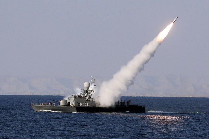 Western forces react to Iran's Strait of Hormuz threat