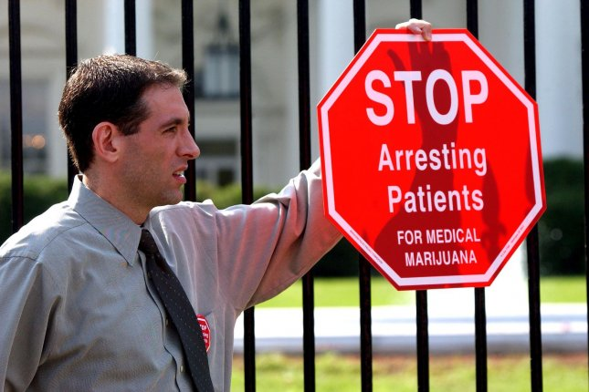 WAP2002100705 - WASHINGTON, Oct. 7 (UPI) -- Steve Fox, a medical marijuana supporter, demonstrates in front of the White House on Oct. 7, 2002. Fox and others are against a federal law which mandates 10 years in prison for anyone caught growing and distributing medical marijuana, even though it is legal in several states. rlw/Roger L. Wollenberg UPI