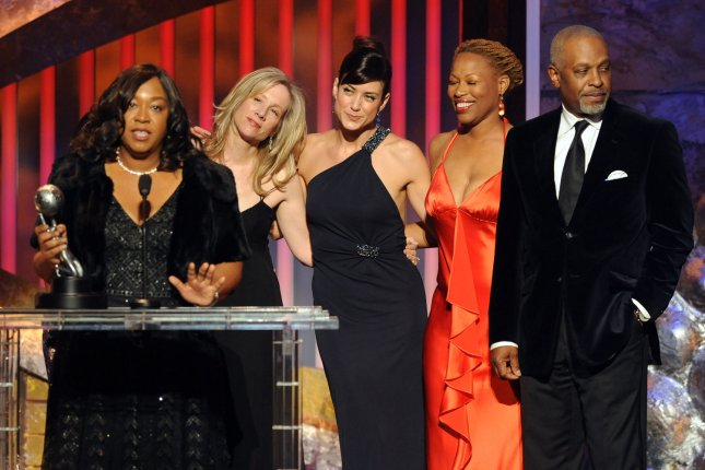 Writer and producer Shonda Rhimes (L) accepts the Image Award for outstanding drama series for Grey's Anatomy at the 39th NAACP Image Awards in Los Angeles on February 14, 2008. (UPI Photo/Jim Ruymen)