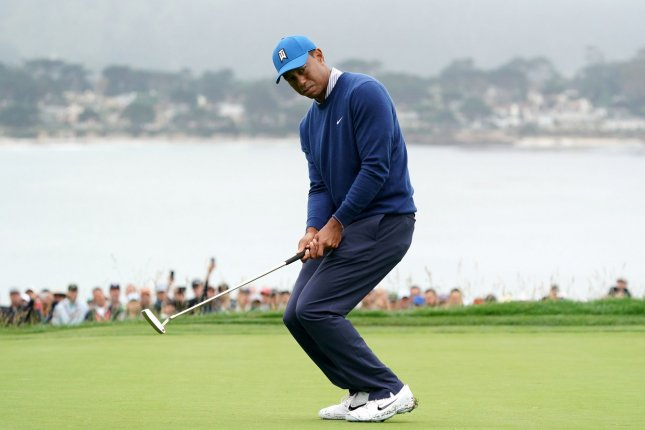 watch  tiger woods struggles in second round of u s  open