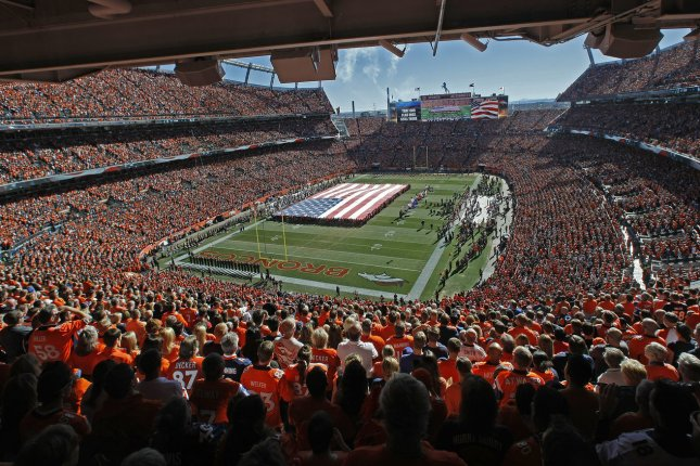 Broncos to stand together for national anthem on Sunday