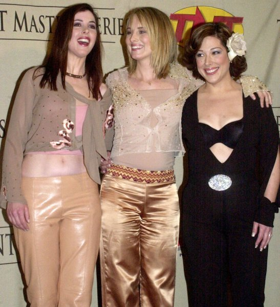NYP2001033001 - 30 MARCH 2001- NEW YORK, NEW YORK, USA: Members of the singing group Wilson Phillips which are made up of 2 of the daughters of Brian Wilson (left to right) Wendy Wilson, Chynna Phillips and Carnie Wilson meet the media after performing in the March 29, 2001 TNT tv special All Star Tribute to BrIan Wilson to be aired in July 2001. rlw/ep/Ezio Petersen UPI