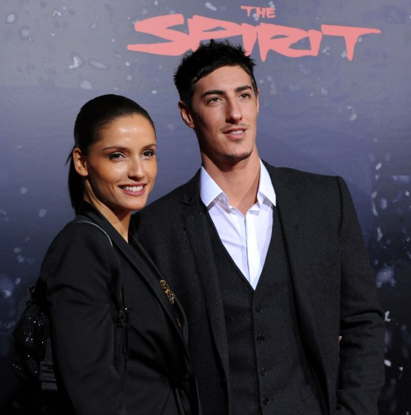 Eric Balfour, a cast member in the motion picture thriller The Spirit, attends the premiere of the film with Leonor Varela at Grauman's Chinese Theatre in the Hollywood section of Los Angeles on December 17, 2008. (UPI Photo/Jim Ruymen)
