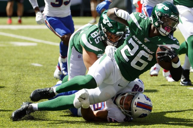 New York Jets running back Le'Veon Bell (26) had 92 yards from scrimmage and a touchdown in Week 1 against the Buffalo Bills, his first game since the 2017 season. Photo by Chris Szagola/UPI