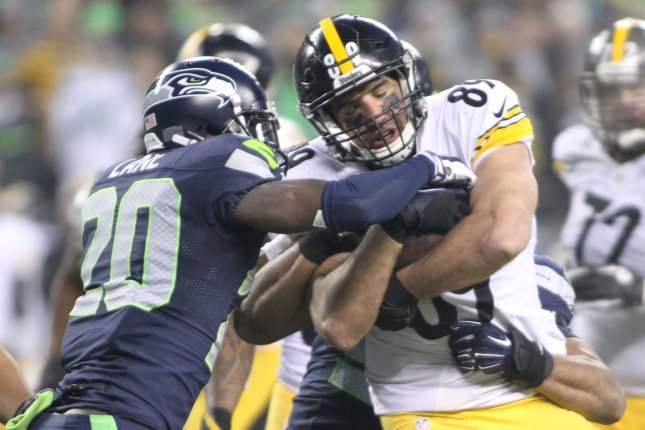 Pittsburgh Steelers tight end Matt Spaeth (89) is tackled by Seattle Seahawks cornerbacks Jeremy Lane (20) and Cary Williams (26) at CenturyLink Field in Seattle, Washington on November 29, 2015. The Seahawks beat the Steelers 39-30. Photo by Jim Bryant/UPI