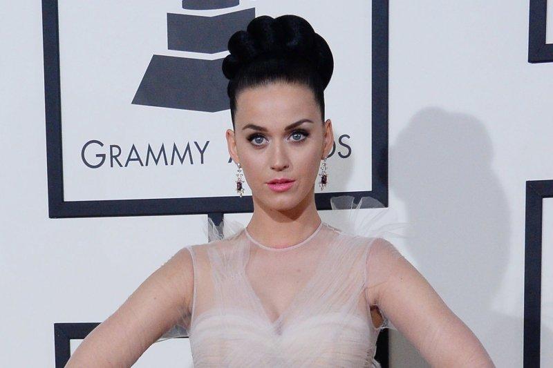 Är Katy Perry dating någon 2014