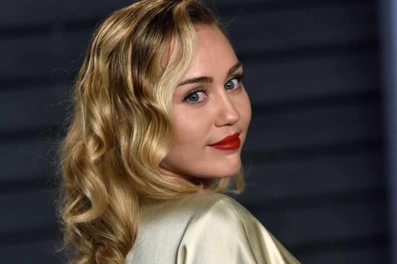 Miley Cyrus joins Hailey Baldwin, Kendall Jenner in Carpool Karaoke
