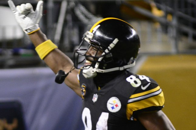 08360898f Pittsburgh Steelers wide receiver Antonio Brown (84) celebrates his touchdown  catch in the fourth quarter on November 26