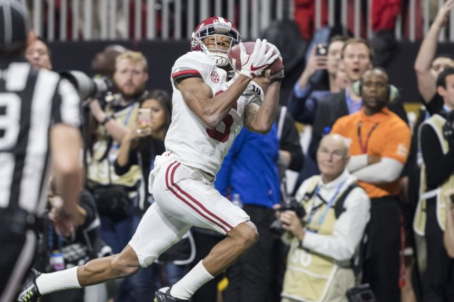 22b02d911c11 Alabama Crimson Tide wide receiver DeVonta Smith (6) catches the winning  touchdown against the Georgia Bulldogs in overtime of the National  Championship ...