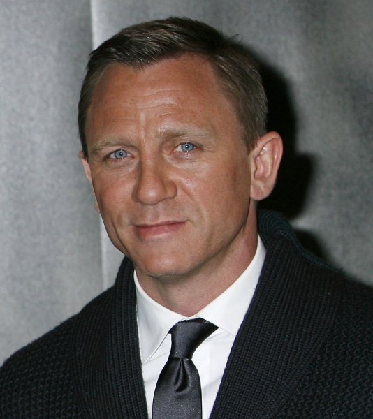 Actor Daniel Craig arrives at a photocall before the French premiere of the film Defiance in Paris on January 7, 2009. (UPI Photo/David Silpa)