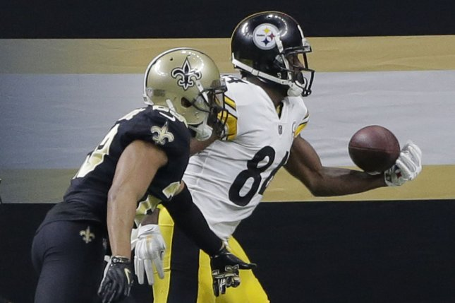 Pittsburgh Steelers wide receiver Antonio Brown is pushed out of bounds by New Orleans Saints cornerback Marshon Lattimore at the Mercedes-Benz Superdome on December 23, 2018. Photo by AJ Sisco/UPI.