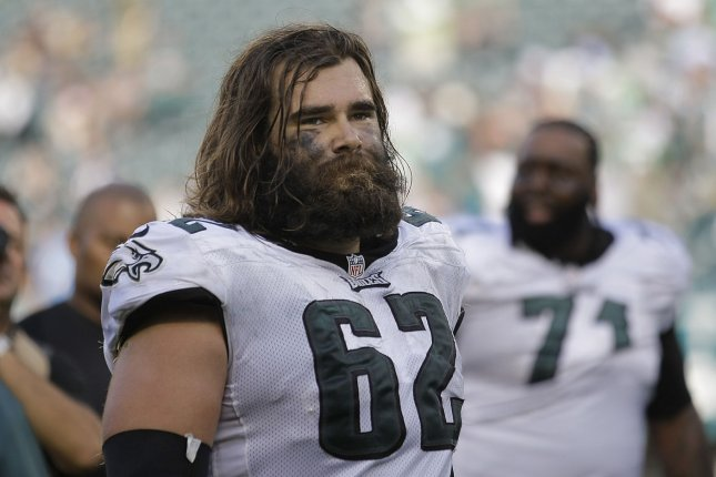finest selection 56111 99ca6 Philadelphia Eagles sign C Jason Kelce to one-year extension ...