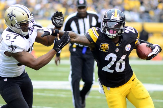 Pittsburgh Steelers Running Back Leveon Bell 26 Stiff Arms A New Orleans Saints Defender And Gains 12 Yards On A Carry In The First Quarter On November