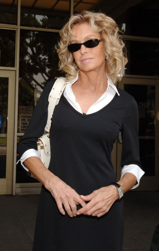 Actress Farrah Fawcett arrives to serve jury duty at Beverly Hills Municipal Court in Beverly Hills, California July 6, 2005. (UPI Photo/Jim Ruymen)