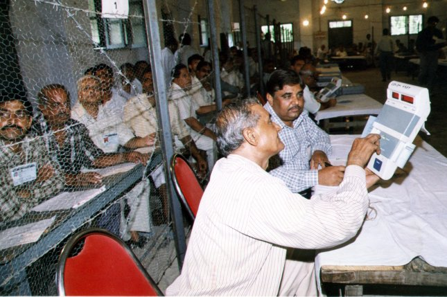 Election officials tabulating votes in the Indian parliamentary elections vote count in 1999. (cc/str/UPI)