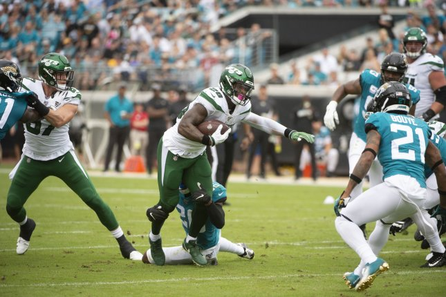 New York Jets running back Le'Veon Bell (26)is averaging a career-worst 3.2 yards per carry this season. Photo by Joe Marino/UPI