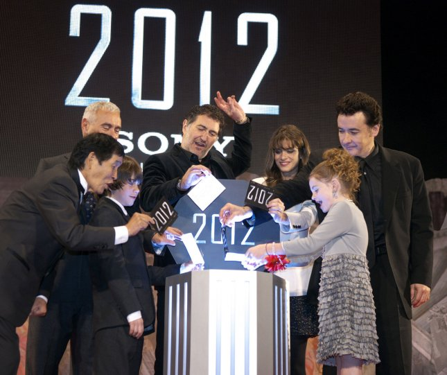 (rear L-R)Japanese comedian Kinichi Hagimoto, director Roland Emmerich, producer Harald Kloser, actress Amanda Peet, actor John Cusack, and (front L-R)actor Liam James, actress Morgan Lily, poses for camera during a Japan premiere for the film 2012 at Tokyo, Japan, on November 17, 2009. UPI/Keizo Mori