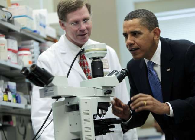 US President Barack Obama looks at brain cells through a microscope during a tour of a laboratory with Health & Human Services Secretary Kathleen Sebelius at the National Institutes of Health, Bethesda, MD, September 30, 2009. UPI/Aude Guerrucci/POOL)