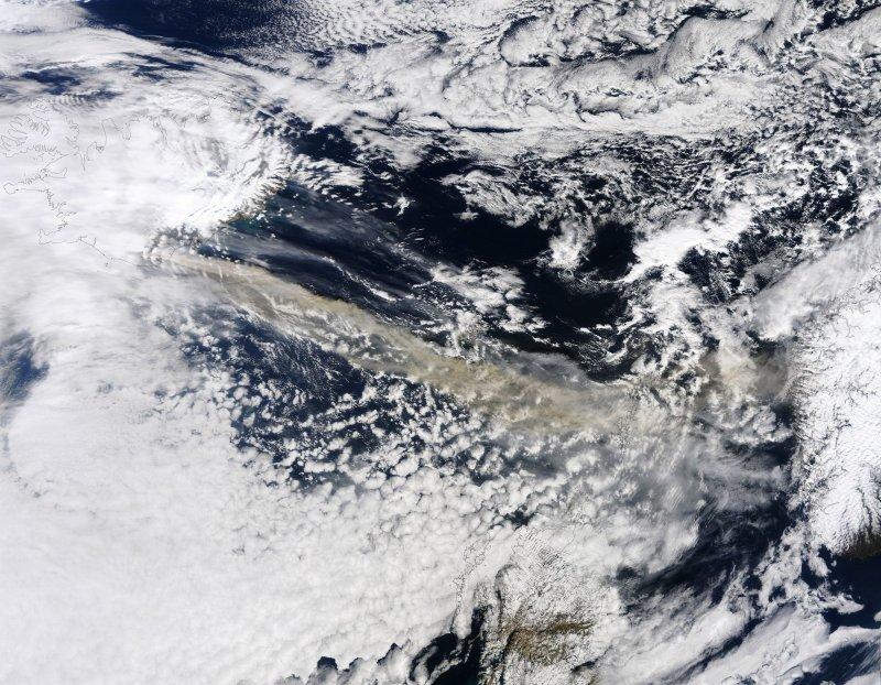 Volcanic ash closes Irish airports