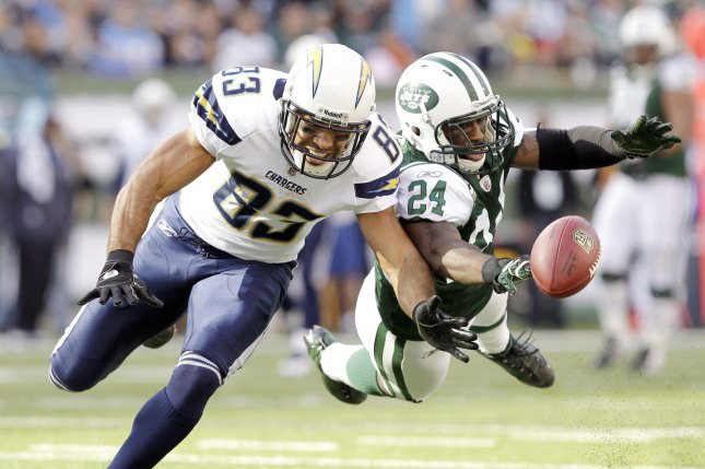 New York Jets cornerback Darrelle Revis dives as he breaks up a pass. UPI /John Angelillo