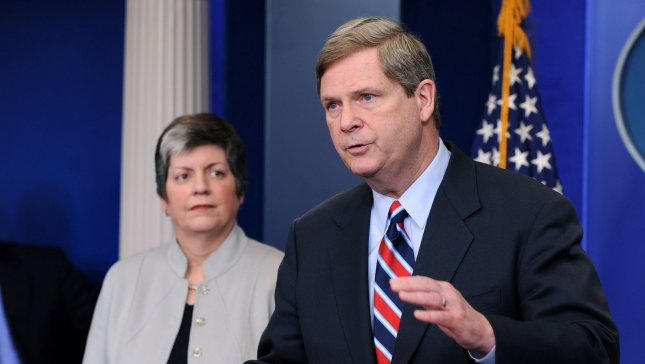 Agriculture Secretary Tom Vilsack (R) and Homeland Security Secretary Janet Napolitano. 2009 file photo. (UPI Photo/Kevin Dietsch)