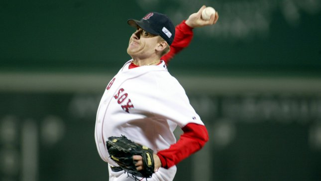 Curt Schilling forced to sell famous bloody sock
