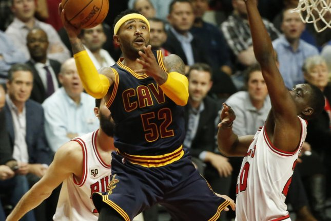 Former Cleveland Cavaliers guard Mo Williams (52) goes to the basket against Chicago Bulls forward Tony Snell (20) during the second half of their NBA game at the United Center on October 27, 2015 in Chicago. Photo by Kamil Krzaczynski/UPI