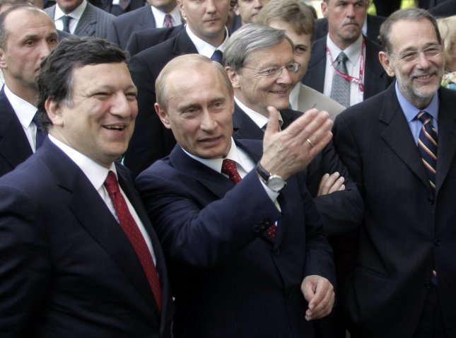 From L to R: Austrian Chancellor Wolfgang Schuessel, Russian President Vladimir Putin, European Commission President Jose Manuel Barroso and European Union Foreign Policy Chief Javier Solana stroll during the EU summit in the Black Sea city of Sochi on May 25, 2006. Putin is meeting EU officials to discuss Western concerns about energy security and Russian democracy and he is set to sign agreements easing visa procedures for mutual travel. (UPI Photo/Anatoli Zhdanov)