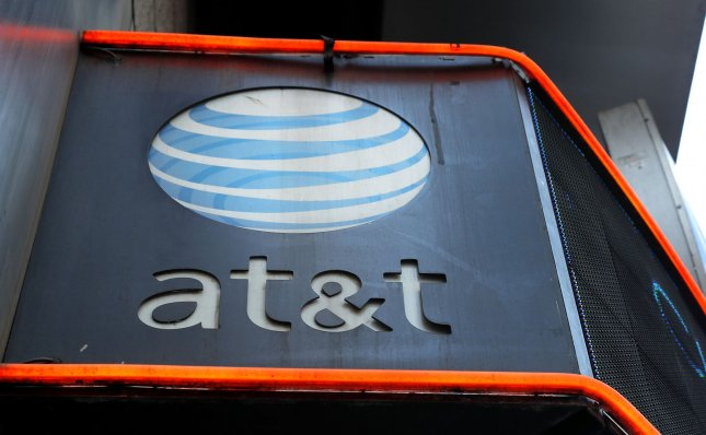 Local union workers protest AT&T