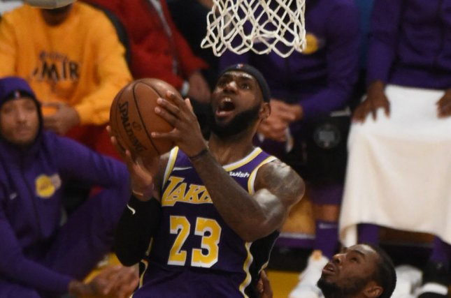 LeBron James uncorks powerful two-handed jam on Suns
