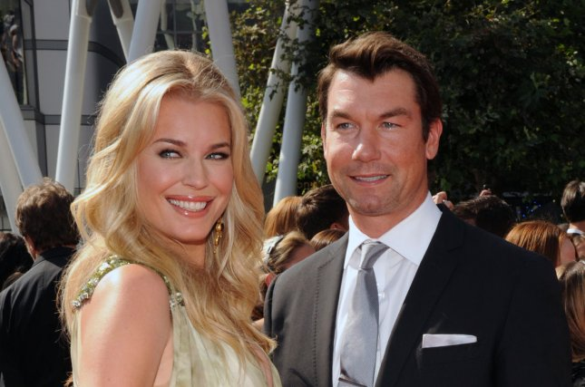 Actress Rebecca Romijn and her husband, actor Jerry O'Connell arrive for the Primetime Creative Arts Emmy Awards at the Nokia Theatre in Los Angeles on September 10, 2011. UPI/Jim Ruymen