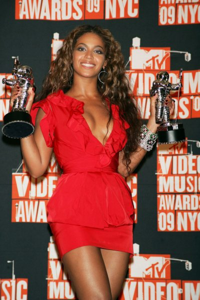 Beyonce arrives in the press room for the MTV Video Music Awards at Radio City Music Hall in New York on September 13, 2009. UPI/Laura Cavanaugh