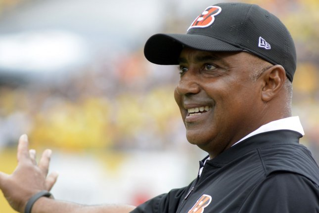 Cincinnati Bengals coach Marvin Lewis gestures to the officials during a game against the Pittsburgh Steelers at Heinz Field on September 18, 2016. Photo by Archie Carpenter/UPI
