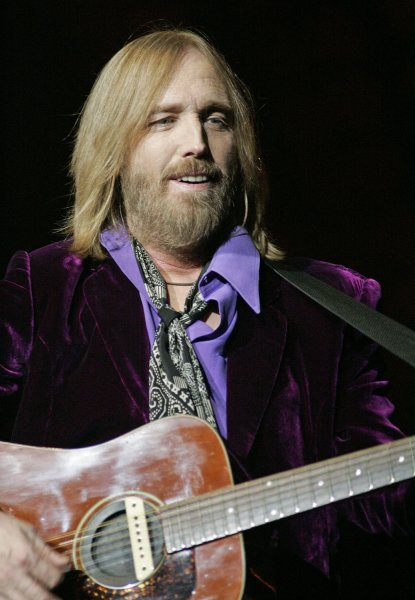 tom petty announces tour dates. Black Bedroom Furniture Sets. Home Design Ideas