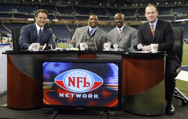 Rich Eisen (r) will be the host of TNT's reality competition series The Great Escape. (UPI Photo/John Angelillo)