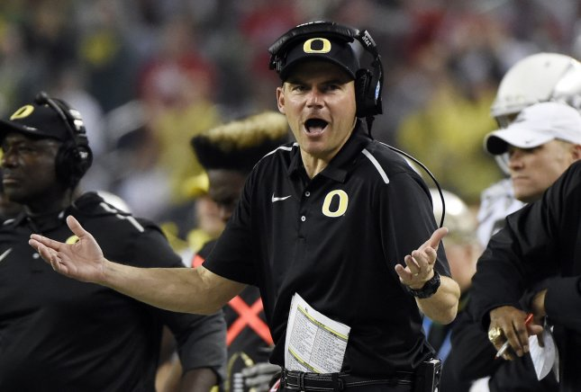 Bears hire ex-Oregon coach Helfrich as offensive coordinator