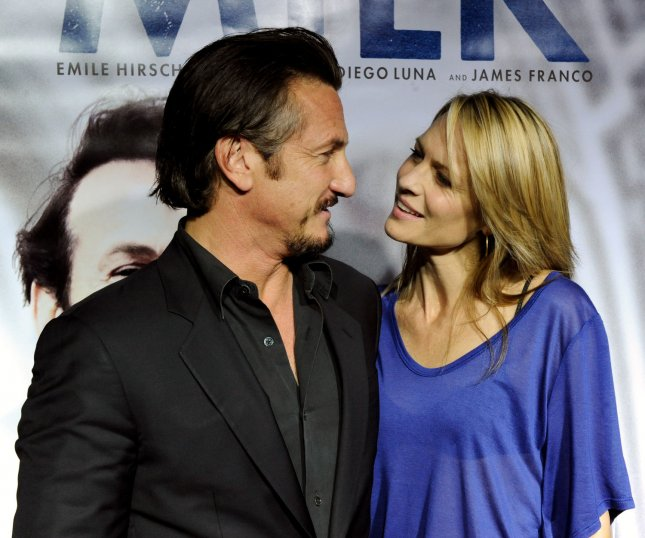 Sean Penn (L), star of the new dramatic biography motion picture Milk, arrives with his wife, actress Robin Wright Penn for the premiere of the film at the Academy of Motion Picture Arts and Sciences in Beverly Hills, California on November 13, 2008. (UPI Photo/Jim Ruymen)