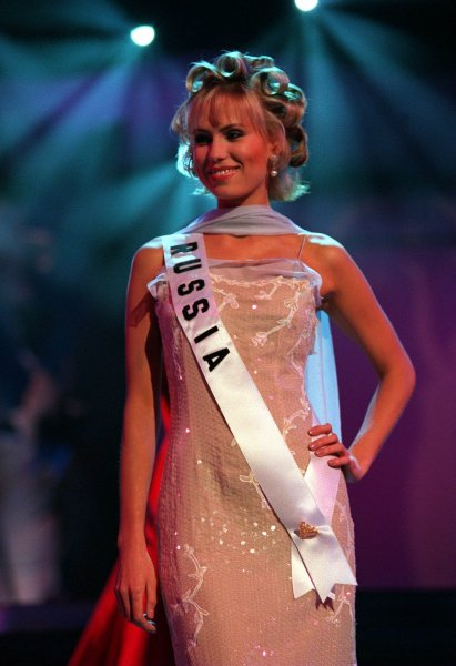 HON98051233-12 MAY 1998-HONOLULU,HAWAII USA: Anna Malova, MISS RUSSIA 1998, was selected as one of the top 10 Semi finialist, May 12, in the 1998 MISS UNIVERSE Pageant from Honolulu, Hawaii. UPI rw/MUO