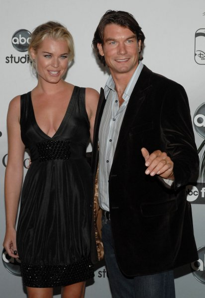 Actor Jerry O'Connell (R), one of the stars of the new comedy series Carpooler, arrives with his wife, actress Rebecca Romijn, a cast member in the dramatic comedy series Ugly Betty, at the ABC television network Summer press tour party for television critics in Beverly Hills, California on July 25, 2007. (UPI Photo/Jim Ruymen)