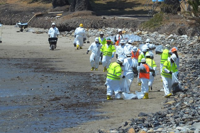 federal report puts blame for an oil spill on the beaches of california last year directly on the company that operated the pipeline plains all american