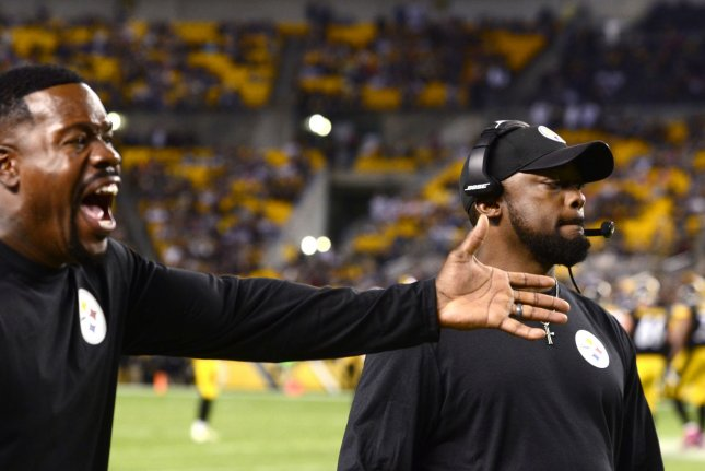 Steelers outside linebacker coach Joey Porter (L) yells at an official in the fourth quarter of a game against the New England Patriots on October 23, 2016. Photo by Archie Carpenter/UPI