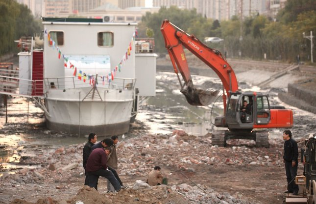 Chinese workers clean a dredged water canal that runs through central Beijing on December 11, 2009. China is taking serious measures to begin clean-up of the country's severely polluted water supplies. UPI/Stephen Shaver