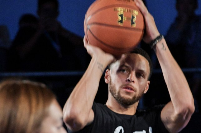reputable site 5d7c0 53182 Watch: Steph Curry falls on face while celebrating Klay ...